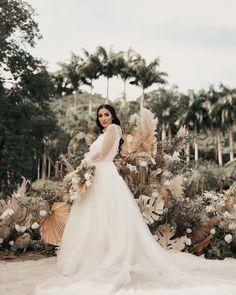 casamento jade seba e bruno guedes Boho Chic, Jade, Backdrops, Wedding Dresses, Fashion, Bride Groom Dress, Weddings, Engagement, Bride Dresses