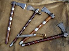 Tomahawks - these are nice. As is the little knife. Tomahawk Axe, Beil, Battle Axe, Fantasy Weapons, Le Far West, Mountain Man, Custom Knives, Knives And Swords, Survival Gear