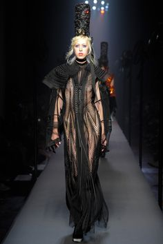 The Jean Paul Gaultier Haute Couture F/W 2015 show was all about a playfully severe nautical theme. Full of stripes hats and ellobarate gowns tha completley covered the runway. See the Jean Paul Gaultier Haute Couture F/W 2015 show below: Couture Mode, Style Couture, Couture Fashion, Runway Fashion, Fashion Beauty, Jean Paul Gaultier, Fashion Week, Fashion Show, Couture Looks