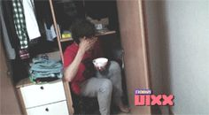 gif 3/4 Ken found eating cereal in his closet XD [MTV Diary - VIXX Ep.02]