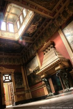 A breathtaking palace turned into school in Spain, such a shame that the place got trashed by damn vandals. Ultima visita: Los padres Salesianos