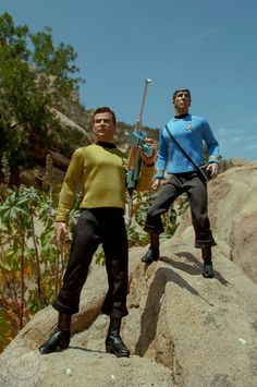Star Trek The Original Series Kirk & Spock Scale Articulated Action Figure - By Quantum Mechanix Watch Star Trek, Star Trek Spock, Star Trek Toys, Star Wars, Gi Joe, Star Trek Action Figures, Spock And Kirk, Star Trek Captains, Star Trek Images
