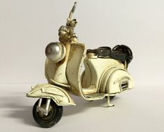 Etsy の Vintage scooter vespa miniature decorative by GiftlandDeco                                                                                                                                                                                 More