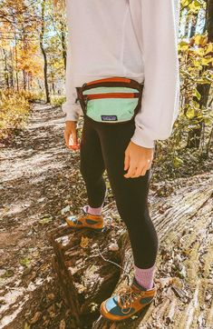 A Fall Hike Is Just What You Need (+giveaway) - Simply Taralynn Source by Michael_DigitalNomadExplorer camping outfits Mountain Hiking Outfit, Cute Hiking Outfit, Summer Hiking Outfit, Hiking Dress, Hiking Boots Outfit, Hiking Wear, Summer Shorts, Mountain Biking, Legging Outfits