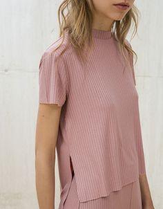 Camiseta canalé cuello perkins - Mujer - Bershka España 10E
