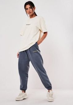 Baggy Tshirt Outfit, Oversized Shirt Outfit, Baggy Tee, Cute Sweatpants Outfit, Baggy Shirts, Baggy Sweatpants, Swaggy Outfits, Cute Lazy Outfits, Poses Modelo