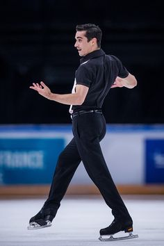 Javier Fernandez of Spain competes during Men's Free Skating on day two of the Trophee de France ISU Grand Prix of Figure Skating at Accorhotels Arena on November 2016 in Paris, France. Get premium, high resolution news photos at Getty Images Roller Skating, Ice Skating, Figure Skating Olympics, Rostelecom Cup, Javier Fernandez, Mens Figure Skates, Pose Reference, Figure Reference, Helmet Logo