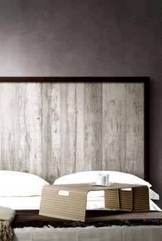 REMAKE #gres porcellanato che riproduce il legno vissuto e usurato dal tempo, dall'aspetto caratterizzato dai segni, dagli strati di vernice e dalle striature impresse sulla sua superficie, a testimonianza delle trasformazioni sostenute nel suo riutilizzo nel corso degli anni. nella foto la collezione utilizzata a #rivestimento  per dettagli: http://www.supergres.com/your-home/pavimenti/item/982-remake-pavimento-effetto-legno-usurato  #Effettolegno - #WoodLook
