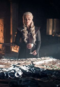 The only one Queen👑 Khal And Khaleesi, Daenerys And Jon, Game Of Throne Daenerys, Mother Of Dragons, Got Dragons, Clarke Game Of Thrones, Dany Targaryen, Got Characters, Game Of Thrones Characters