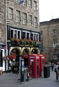 Deacon Brodie's Tavern on the Royal Mile in Old Town, Edinburgh