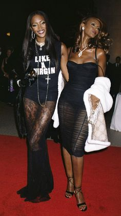 2000 Naomi Campbell & Iman - 95 of the Best Met Gala Moments Ever 90s Fashion, Fashion Art, Fashion Models, Womens Fashion, Celebrities Fashion, High Fashion, 90s Models, Female Models, Women Models