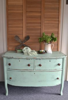 Farmhouse Dresser Makeover: The Easy Way To Distress Furniture