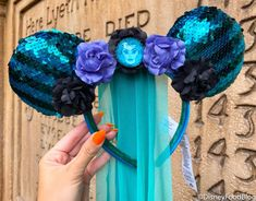 FOUR HOURS Later We FINALLY Got The Haunted Mansion Main Attraction Merch in Disney World | the disney food blog Disney Mouse Ears, Mickey Ears, Disney Food, Disney Parks, Mickey Balloons, Disney Outfits, Disney Clothes, Disney Fashion, Disney Dining Plan
