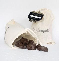 Grubengold Knusperschokolade - Leckere Knusperschokolade mit Cornflakes und Honig, hübsch verpackt wie ein kleines Kohlesäckchen