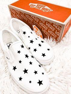 Sock Shoes, Vans Shoes, Shoe Boots, Jordan Shoes Girls, Girls Shoes, Nike Air Force One, Cute Vans, Baskets, Accessoires Iphone