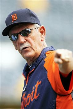 Jim Leyland 68 and still going strong Goooooo Tigers! Baseball League, Baseball Players, Baseball Coaches, Detroit Sports, Detroit Tigers Baseball, Old English D, Tiger Girl, Win Or Lose, Detroit Pistons