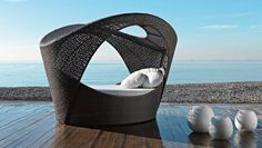 Modern outdoor furniture https://www.homify.co.uk/ideabooks/27436/7-summer-ready-chairs-for-your-garden-or-balcony