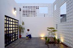 Idea Casa Infinita/The house as experiential place by Natura Futura Arquitectura in Ecuador Villa, Facade Design, House Design, Block House, Patio Interior, Outdoor Spaces, Outdoor Decor, Facade House, Interior Architecture