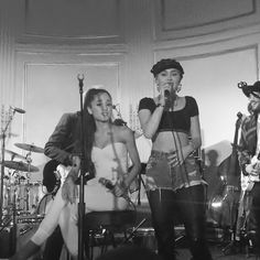 0b1648e05d18 Miley and Ariana at SNL s 40th aniversay after party Ariana Grande Bilder