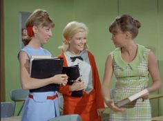Gidget's green dress. Love these kind of comfortable cute dresses.