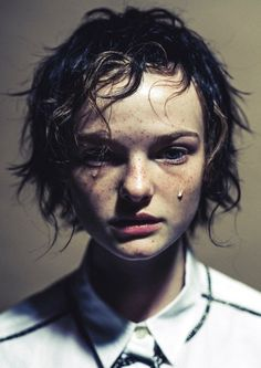 Portrait of grief Human Reference, Photo Reference, Pretty People, Beautiful People, Photographie Portrait Inspiration, Mode Costume, Face Expressions, Foto Art, Poses