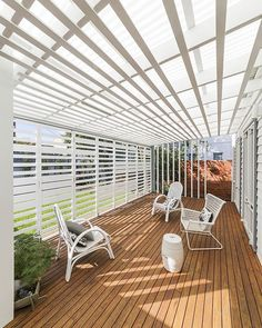 A screened verandah with a translucent roof has transformed this home, creating a functional and flexible outdoor room. The screen doors fold open to let in more light and create a better connection to the garden. Or, they can easily close back up for more privacy and to create the sense of an outdoor room. Clever stuff. Designed by @polystudioarchitecture Photos by David Patston. More info by following the link in our profile.