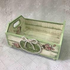 Caixotinho organizador. Linda peça para embelezar o seu banheiro. #mdf #organizacao #caixadecorada #artesanato #decoracao #artesanatoemmdf…