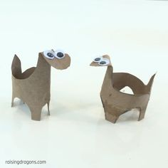 These adorable toilet paper roll dinosaur crafts are so simple to make and can be easily made in minutes! This adorable toilet paper roll dinosaur craft is so simple to make and perfect for any preschooler who loves dinosaurs. Can be made in minutes! Dinosaur Age, Dinosaur Party, Dinosaur Crafts Kids, Toddler Preschool, Preschool Crafts, Dinosaurs Preschool, Easy Crafts For Kids, Diy For Kids, Festa Jurassic Park