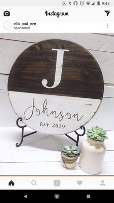 New Circle Wood Signs Wedding Ideas Home Crafts, Crafts To Make, Diy Crafts, Diy Wood Signs, Wood Rounds, Craft Night, Cricut Creations, Wooden Crafts, Vinyl Projects