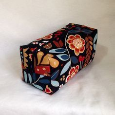 Makeup Bag Pattern, Arts And Crafts, Diy Crafts, Makeup Box, Cloth Bags, Upcycle, Sewing Projects, Crochet, Quilts