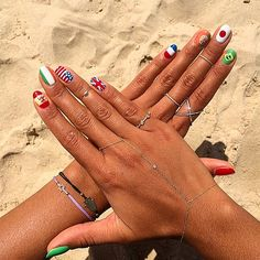 """Why She'll Never Do Her Own Nails - """"I could never do my own nails; that would never work out for me. If I want a manicure, I go to the salon. But, if I want nail art done. She is just a rock star, she free hands directly on the nail! #prom"""