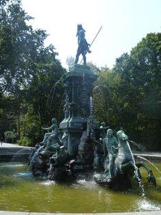 'Der Neptun-Brunnen II' von Martin Blättner bei artflakes.com als Poster oder…