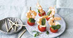 Diese Tomaten-Garnelen-Häppchen könnte man als kleine Kunstwerke bezeichnen. Damit wird jede Party ein Knaller!