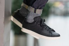 adidas Stan Smith Releases in Textured Black - EU Kicks: Sneaker Magazine Vans Sneakers, High Top Sneakers, Adidas Sneakers, Leather Sneakers, Sneaker Bar, Sneaker Magazine, Black Quilt, Quilted Leather, Adidas Stan Smith