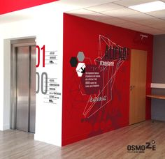 decoration murale pour une médiathèque. projet de signalétique intérieure et de vitrophanie sur le sas d'entrée. Création, fabrication, pose.