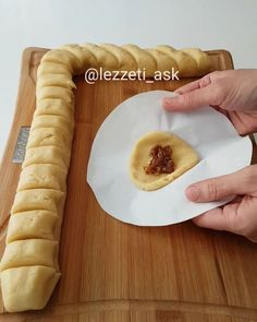 Hem kendisi hemde içi incirli kurabiyelere ne dersiniz ❤ Poşetle hemen dakikalar içerisinde tepsi tepsi incir kurabiyeler yapmak mümkün😍…