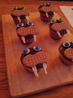 A Dash of Snark: Making Walrus Cupcakes