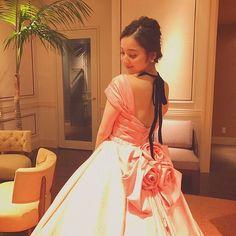 コーラルピンクの色が絶妙✨ 背中が結構開いていてより女性らしくなれるドレス👗 #FANCY#新作ドレス#ウェディングドレス