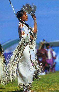 blue-cattleya: Beautiful Native American Traditional Dancer (via spectrumdaze) Native American Shirts, North American Tribes, Native American Images, Native American Symbols, Native American Beauty, Native American History, American Pride, Native American Indians, American Artists