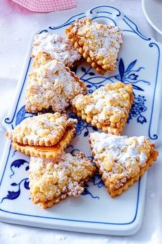Streusel cookies (Friesesegel) – everyone who likes crumble cake will also love these # cookies! Streusel cookies (Friesesegel) – everyone who likes crumble cake will also love these # cookies! Easy Cookie Recipes, Cupcake Recipes, Dessert Recipes, Pie Recipes, Sprinkle Cookies, Biscuits Croustillants, Dairy Free Chocolate Cake, Pie Crumble, Cookies Et Biscuits