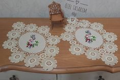 Crochet ideas that you'll love Crochet Designs, Crochet Ideas, Hand Quilting, Crochet Flowers, Doilies, Table Runners, Models, Diy And Crafts, Cross Stitch