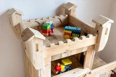 DIY Pallet Castle / Kids Playhouse | 99 Pallets