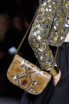 Celine Spring 2020 Ready-to-Wear Fashion Show Details: See detail photos for Celine Spring 2020 Ready-to-Wear collection. Look 187 Celine, Vogue Paris, Latest Bags, Bohemian Design, Vogue Russia, Beach Look, Fashion Show, Fashion Design, Fashion Brands
