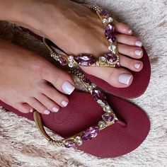 Shared by RA. Find images and videos about fashion, shoes and heels on We Heart It - the app to get lost in what you love. Catwalk Footwear, Designer Flip Flops, Leather Sandals Flat, Flat Sandals, Flat Shoes, Strappy Sandals, Girls Flats, Fashion Sandals, Beautiful Shoes