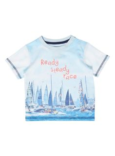 Perfect for baby sailors, this nautical-themed t-shirt is covered in boats, with 'Ready Steady Race' written in the sky. With a round neck and short sleeves, this will keep baby comfortable throughout the day. Boys blue boats t-shirt Boats motif Round neck Short sleeves ss16
