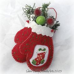 Embroidered Felt Mittens and Stocking door SnowBerryNeedleArts