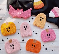 Halloween Wall Decor, Pretty Halloween, Textiles, Crochet Earrings, Baby Shoes, Product Launch, Seasons, Punch Needle, Photo And Video