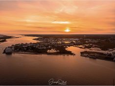 """Loving this West OC sunset!"" ~ This stunning shot was taken in #OceanCityMD by Jennifer Slack @jenslackphotography www.jenniferslackphotography.com/Collection/ (12/02) Use #MarylandsCoast or tag your photos @MarylandsCoast for a chance to have your adventures featured on Worcester County Tourism's social media! 🤗📸🔆 Assateague Island National Seashore, Maryland Beaches, Ocean City Md, Isle Of Wight, Worcester, New Adventures, Hotels And Resorts, The Great Outdoors, Tourism"