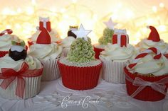 45 Easy And Creative Christmas Cupcake Decorating Ideas. | Family Holiday #cupcakes