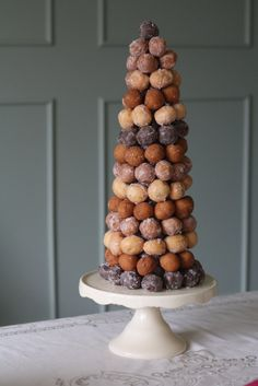 """Donut holes """"tree"""" flaning the dessert bar- elegant and unpretentious all at once. Brings to mind the french wedding """"cake"""" tradition of the croque en bouche, too! (we can get ours from Blue Dot donuts and keep things local! Donut Wedding Cake, Wedding Donuts, Donut Party, Dessert Wedding, Dessert Simple, Cupcakes, Cupcake Cakes, Dessert Bars, Dessert Table"""
